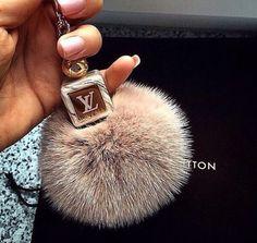 72ccd36623c4 Louis Vuitton key ring Luxe, Lv Handbags, Louis Vuitton Handbags, Fashion  Handbags,