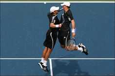Bob Bryan and Mike Bryan win Paris Masters doubles title