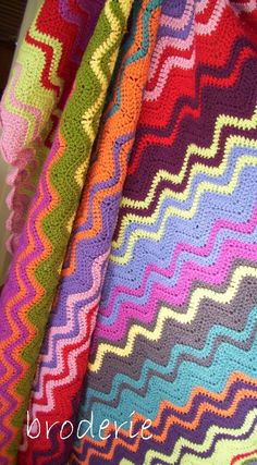 The original interlocking ripple crochet blanket design as featured on the Broderie blog in August 2011 and designed by Trish Harper.