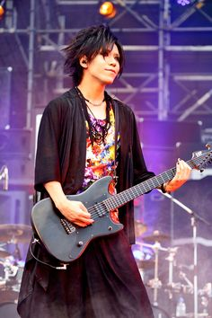 Aoi - the GazettE's performance photos at their 15th Anniversary Special Live「BURST INTO A BLAZE 3」held at Fuji-Q Highland Conifer Forest on August 19th, 2017. This performance will be broadcast on November 05th, 2017 (Sunday) at 10:00 pm on WOWOW Live.