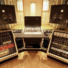 Jan 2016 - First Official install of a Northward Systems Mastering Console @ Zino Mikorey Mastering in Berlin. This is one of the pre-production units, with 19 Home Studio Desk, Music Studio Room, Audio Studio, Studio Living, Studio Furniture, Recording Studio Desk, Home Music Rooms, Berlin, Pre Production