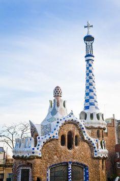 Buildings by Antoni Gaudi Barcelona Architecture, Amazing Architecture, Art And Architecture, Sustainable Architecture, Parc Guell, Art Nouveau, Spain And Portugal, Outdoor, Main Entrance
