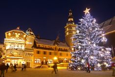 Our list of the best ski resorts at Christmas & which ski resort does Christmas best. Highlighting the most festive ski resorts in the Alps for your luxury ski Christmas holiday. Cool Swimming Pools, Best Swimming, Mont Blanc Ski, Christmas Tree Light Up, Luxury Ski Holidays, Best Ski Resorts, Best Skis, French Alps, Ski Chalet