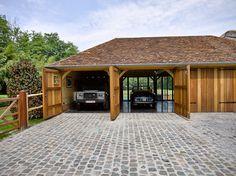Carports et garages Design Garage, Carport Designs, Carport Garage, Garage House, Garage Building Plans, Timber Frame Garage, Oak Cladding, Garage To Living Space, Car Barn