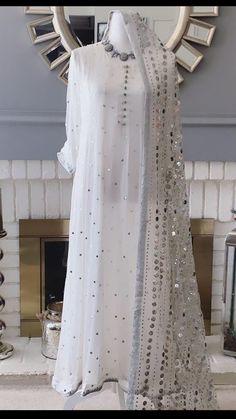 Pakistani Fancy Dresses, Indian Fashion Dresses, Dress Indian Style, Pakistani Dress Design, Indian Designer Outfits, Pakistani Outfits, Designer Dresses, Designer Wear, Fancy Dress Design