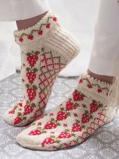 Free Knitting Pattern for Strawberry Socks. Kit Available. Free Knitting Pattern for Strawberry Socks - Anklet socks with strawberries and trellis in stranded colorwork with a cut. Knitting Patterns Free, Knit Patterns, Free Knitting, Knitting Socks, Free Pattern, Crochet Socks, Knitted Slippers, Knit Crochet, Knit Socks