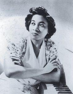 Lillian Hardin fue una pianista de jazz estadounidense, además de compositora, arreglista y cantante de swing, que nació el 3 de febrero de 1898. Fue la segunda esposa de Louis Armstrong y está considerada como la mujer más importante en el Jazz de los primeros tiempos.