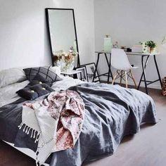99 Variety Of Minimalist Bedroom Interior Design 2017 (44)