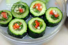 (설날김치)너무 예쁜 삼색오이물김치 Korean Food, Kimchi, Cucumber, Zucchini, Healthy Eating, Vegetables, Cooking, Eating Healthy, Kitchen