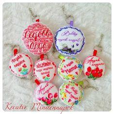 Kézzel varrt Felt, Christmas Ornaments, Holiday Decor, Design, Home Decor, Felting, Decoration Home, Room Decor, Christmas Jewelry