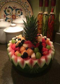 New Fruit Salad Bowl Ideas Watermelon Carving 45 Ideas Watermelon Fruit Bowls, Watermelon Basket, Watermelon Carving, Fruit Kabobs, Watermelon Designs, Best Fruit Salad, Fruit Salad Recipes, New Fruit, Fruit Snacks