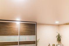 Сатиновый натяжной потолок в гостиной в Бресте #TEXO #Brest #натяжные_потолки_фото