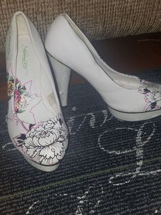 1af1c0080a18 Ed Hardy white high heels pump flower women size 8  fashion  clothing  shoes
