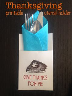 Free Thanksgiving printable: cute place setting holder.