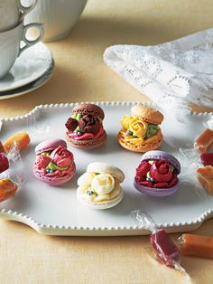 "nenrinya - vegehana-food: ""ブーケ・ド・マカロン Just Desserts, Dessert Recipes, Patisserie Fine, Cupcake Cakes, Cupcakes, Macaron Cookies, Meringue Cookies, French Macaroons, Sweet Recipes"