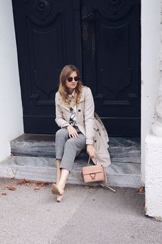 Streetstyle all day Outfit mit Trenchcoat, Karohose, Sling Pumps