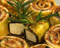 Eine würzige Kleinigkeit vor dem Hauptgang? Wie wär's mit Käse in Zucchini an Lachsröllchen?