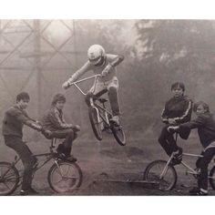 Criteria for Selecting the Right Mountain Bike Retro Bicycle, Bmx Bicycle, Bmx Bikes, Schwinn Bikes, Dirt Bikes, Velo Vintage, Vintage Cycles, Vintage Bikes, Cycling Art