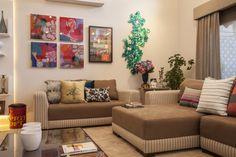 Sala de estar eclética e com um toque de cor.   https://www.homify.com.br/livros_de_ideias/41915/10-salas-lindas-para-sonhar