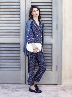 Who looks chic in pajamas? SHE looks chic in pajamas. Sofia Coppola, photograph by Ben Toms for Vogue, November Sofia Coppola Style, Best Pajamas, Cat's Pajamas, Pajama Outfits, Pajama Suit, Looks Chic, Street Style, Couture, Look Fashion
