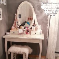 This dressing table