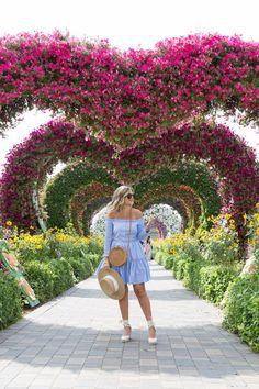 Indian Fashion Modern, Dubai Travel Guide, Visit Dubai, Online Dress Shopping, Fashion Outfits, Womens Fashion, Amazing Women, Spring Fashion, Ball Gowns