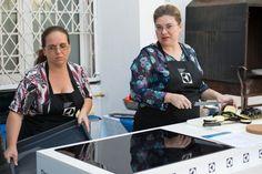 Andreea Scaesteanu si Andreea Juganaru au reusit cu succes sa gateasca peste 75 de portii de placinta cu vinete, rosii si cascaval