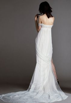 See the Vera Wang Bride Spring 2018 Collection of wedding gowns. The Vera Wang Bride Spring 2018 Collection has classic & modern wedding gowns by Vera Wang. Wedding Pants, Bridal Wedding Dresses, Bridal Style, Bridal Collection, Dress Collection, Vera Wang Bridal, Bridal Fashion Week, Marie, Blue Weddings