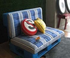 Palet Sofa : Recycle Furniture Design ( Wood Pallet Sofa) Upcycle - This would fit right into my living room style!!