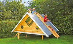 Sie haben Kinder? Und einen Garten? – Dann ist so ein Spielhaus fast ein Muss. Wir zeigen den Bau eines Garten-Spielhauses mit Rutsche.