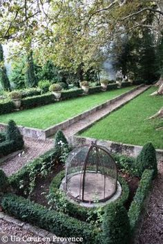 What a garden .... but you can have holidays there http://www.chateaudechristin.fr/