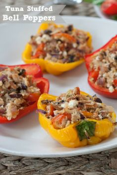 These Healthy Tuna Stuffed Peppers  are a quick & easy weeknight meal #cleaneating