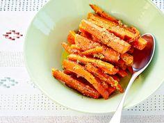 Tuoreet porkkanat saavat makua herkullisesta juustosta. http://www.yhteishyva.fi/ruoka-ja-reseptit/reseptit/juustoiset-rakuunaporkkanat/014170