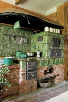heat and cook Wood Stove Cooking, Kitchen Stove, Rustic Kitchen, Country Kitchen, Alter Herd, Küchen Design, House Design, Tyni House, Old Stove