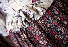 * Caraco en toile peinte des Indes, jupe piquée vers 1780.