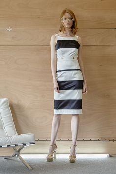 Φόρεμα navy, σε ίσια γραμμή, με ρίγες, ανοιχτή πλάτη και κορδόνια που δένουν πίσω