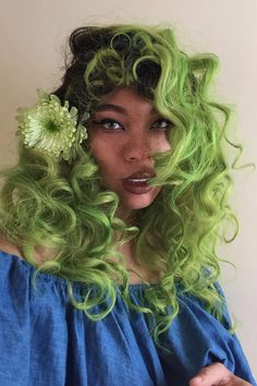 Virgin brazilian hair weaves, lace wigs , lace closure with Affordable Price Dye My Hair, Neon Green Hair, Girl With Green Hair, Green Hair Men, Short Green Hair, Neon Hair Color, Make Up Looks, Whimsical Hair, Short Grunge Hair