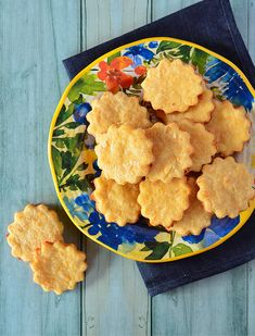 Galletitas de queso Deli Food, Food N, Good Food, Food And Drink, Yummy Food, Pan Bread, Canapes, Galette, Cookies