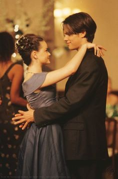 Alexis Bledel and Jared Padalecki as Rory and Dean in Gilmore Girls Currently rewatching Gilmore Girls and loving it! Cabelo Rory Gilmore, Estilo Rory Gilmore, Gilmore Girls Dean, Rory Gilmore Style, Gilmore Girls Episodes, Gilmore Girls Seasons, Stars Hollow, Gilmore Gilrs, Rory And Jess