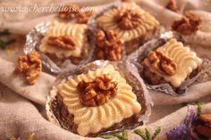 m'chekla aux noix Je vous propose la version aux noix du gâteau algérien « m'echekla » ou «m'chekel », un gâteau facile à faire, présentable pour vos fêtes et événement heureux, que j'ai déjà presenté avec une farce aux amandes et avec une autre forme...