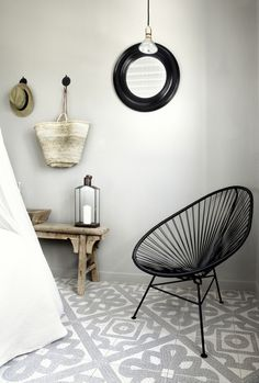 Source: My Scandinavian Home Perfect combination - the Acapulco Chair and patterned mosaic tiles. Ann Sacks do an amazing range of mosaics as do Made a Mano. Design Hotel, Showroom Design, Ok Design, House Design, Design Ideas, Floor Design, Tile Design, Style At Home, Home Interior