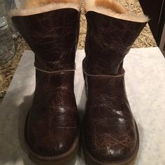 Ugg womens Bailey Buttom Krinkle size 9 Womens ugg boot size 9 Bailey Button Krinkle never worn... UGG Shoes Winter & Rain Boots
