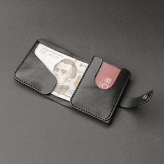 leather wallets Its a practical, simple and durable wallet. Wallet made of high-quality genuine leather vegetable tanning. Wallet perfectly designed to hold the main currency, US doll Best Minimalist Wallet, Minimalist Leather Wallet, Slim Leather Wallet, Handmade Leather Wallet, Slim Wallet, Small Wallet, Leather Purses, Men Wallet, Leather Wallets