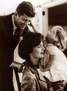 Nadire Atas on Jacqueline Bouvier Kennedy Onassis Jackie O Photo: John and Wife Jackie Kennedy with their Daughter Caroline in USA in 1961 :