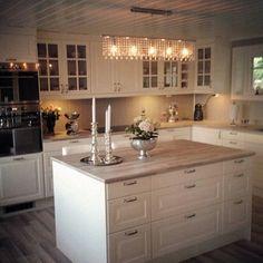 Svetlo nad ostruvkem – Servet Özdemir – - Landhaus ideen - Lilly is Love Ikea Kitchen, Home Decor Kitchen, Kitchen Interior, Home Kitchens, Kitchen Dining, Kitchen Cabinets, Diy Home Supplies, Cozinha Shabby Chic, Open Plan Kitchen