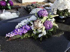florystyka nagrobna - Google Search Grave Flowers, Funeral Flowers, Black Flowers, Fall Flowers, Flower Decorations, Flower Designs, Fall Decor, Flower Arrangements, Ikebana