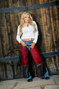 Jamie Frontz modeling for Sierra Custom Leather.  Photo by Laura Mcclure.  Www.prettypinkacres.com