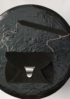 Clutch Chain Bag Handbag in Calfskin and Lambskin Lining - セリーヌについて