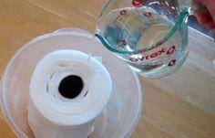 Toaletní papír s vodou a dětským šamponem umí divy!