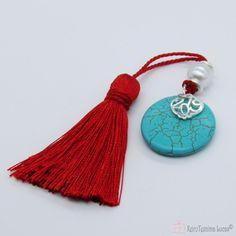 Τυρκουάζ γούρι με κόκκινη φούντα και ασημί ρόδι 2019 Tassel Necklace, Charms, Handmade Jewelry, Personalized Items, Pendant, Handmade Jewellery, Hang Tags, Jewellery Making, Pendants